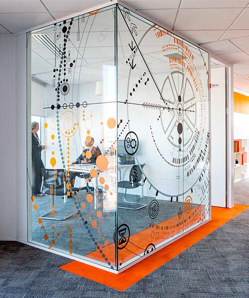 Пленка самоклейка для оформления кабинета в офисе